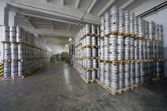 啤酒小桶行在储蓄啤酒厂Ochakovo 库存图片