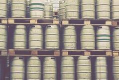 啤酒小桶行 图库摄影