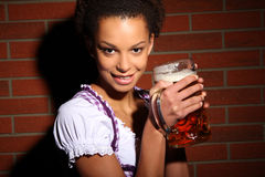 啤酒少女装 免版税库存照片