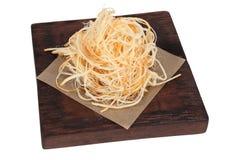 啤酒开胃菜乳酪辫子,在黑褐色木板的部分 库存照片