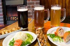 啤酒快餐 免版税库存照片