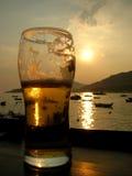 啤酒日落 库存照片