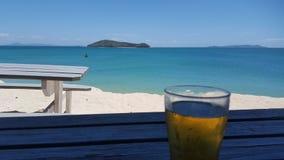 啤酒有海景 图库摄影