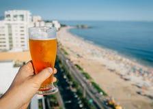 啤酒有里约热内卢,巴西背景 库存图片