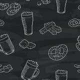 啤酒杯图表黑板无缝的样式剪影例证传染媒介 免版税图库摄影