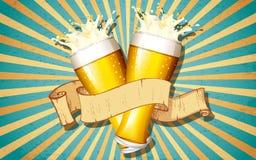 啤酒杯在减速火箭的背景中 免版税库存图片