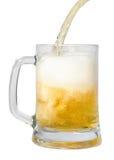 啤酒杯杯子倾吐的流 免版税图库摄影