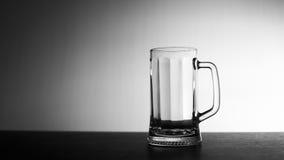 啤酒杯查出的白色 免版税图库摄影