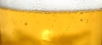 啤酒泡影关闭玻璃  免版税库存图片