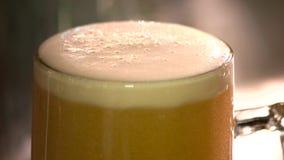 啤酒泡沫刮板切口,慢动作 影视素材