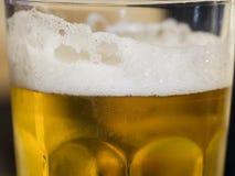 啤酒泡沫玻璃 图库摄影