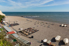啤酒海滩德文郡有小船abd人的英国英国 库存图片