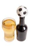 啤酒瓶和橄榄球 库存照片