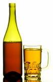 啤酒瓶杯子 库存照片