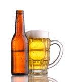 啤酒瓶杯子 免版税库存照片