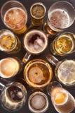 啤酒空的充分的玻璃一秒钟 免版税图库摄影