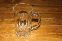 啤酒空的杯子 免版税图库摄影