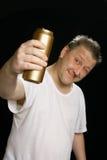 啤酒罐被喝的人 免版税库存图片
