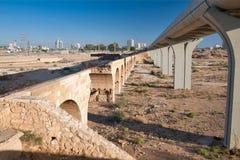 啤酒舍瓦,以色列2012年9月18日:老土耳其和新的路轨 免版税库存照片