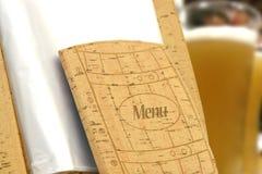 啤酒菜单在餐馆 免版税库存图片
