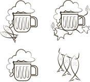 啤酒象 杯子与泡沫,鱼,蛇麻草分支的啤酒  库存照片