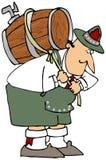啤酒运载的小桶人 免版税库存图片