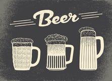 啤酒集 葡萄酒剪影和老纸纹理 免版税图库摄影
