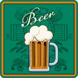 啤酒题材以绿色 免版税图库摄影