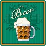 啤酒题材以绿色 免版税库存图片