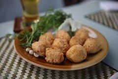 啤酒食物油炸物美食的猪肉酸泰国 免版税库存照片