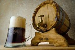 啤酒黑暗 免版税库存图片