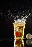 啤酒pong比赛 免版税库存照片