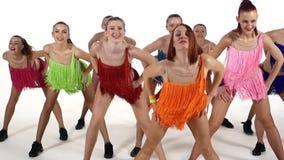 啦啦队欢呼,跳舞微笑对照相机的女孩 影视素材