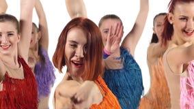 啦啦队欢呼,跳舞微笑对照相机的女孩 股票视频