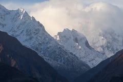 喀喇昆仑山脉山脉雪峰顶在基尔吉特,巴基斯坦 免版税图库摄影