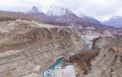 喀喇昆仑山脉高速公路在Kasmir,巴基斯坦 免版税库存图片