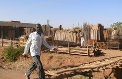 喀土穆,苏丹- 2008年11月22日:木制品市场。Buildi 免版税库存照片