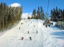 喀尔巴阡山脉的山滑雪跟踪 库存照片
