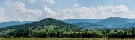 喀尔巴阡山脉的村庄风景在乌克兰 图库摄影