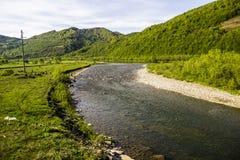 喀尔巴阡山脉的河 免版税库存照片