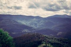 喀尔巴阡山脉范围 覆盖山 免版税库存照片