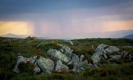 喀尔巴汗雨太阳覆盖云彩云彩天空 免版税库存图片