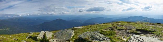 喀尔巴阡山脉的全景 免版税库存照片