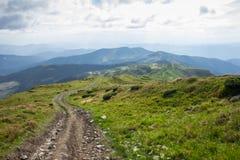 喀尔巴阡山脉的全景 免版税库存图片