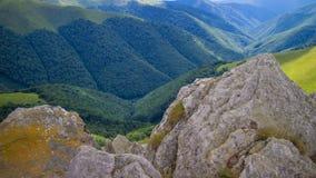 喀尔巴阡山脉的域森林山临近全景路 库存图片