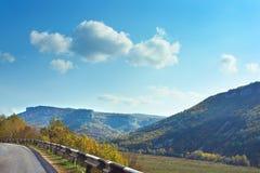 喀尔巴阡山脉的山乌克兰谷 路 库存照片