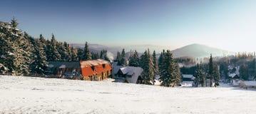 喀尔巴阡山脉的山日出冬天 库存照片
