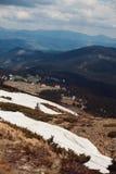喀尔巴阡山脉的山顶视图 山的村庄 安置山 库存图片