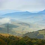 喀尔巴阡山脉的有雾的早晨 免版税库存照片