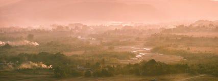 喀尔巴阡山脉的村庄在9月 免版税库存图片
